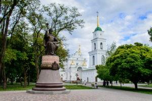 Пам'ятник І. Мазепі та Свято-Успенський собор