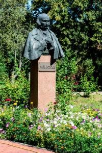 Пам'ятник М. В. Гоголю в музеї Гоголя.