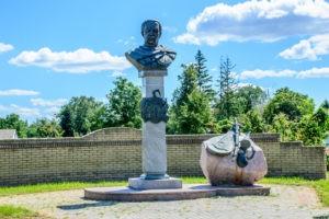 Пам'ятник гетьману Данилу Апостолу