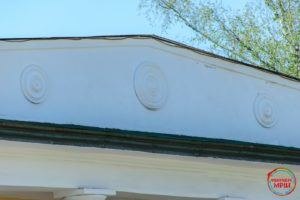 Масонські символи на будинку Капніста