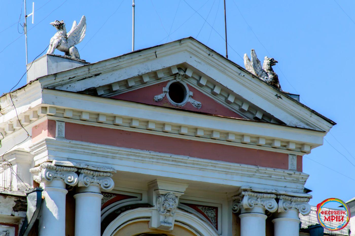 Масонські символи на Будинку земельного банку (Аграрний коледж управління права)
