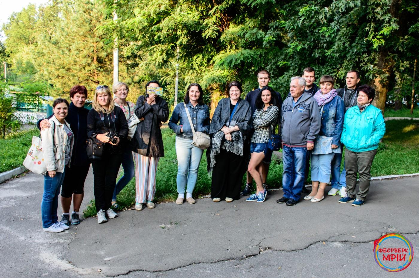 Спільне фото туристичної групи в Олевську