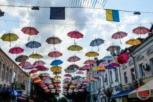 Парасольки на вул. Михайлівській в Житомирі