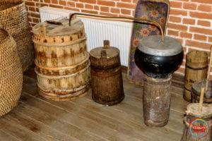 Древній самогонний апарат