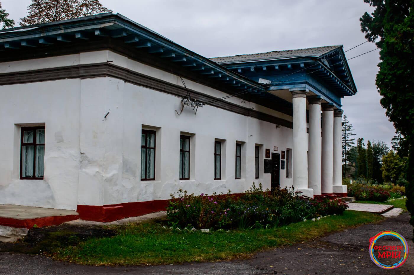 Флігель Садиби Закревських в якому розташований Березоворудський народний історико-краєзнавчий музей
